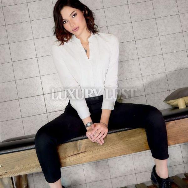 Hola soy Analia una dulce masajista sensual, que quiere que pases la mejor hora de relax, para retomar el día de otra manera!!! Veni y anímate.. Servio de ducha,!! Lugar tranquilo confortable !!!