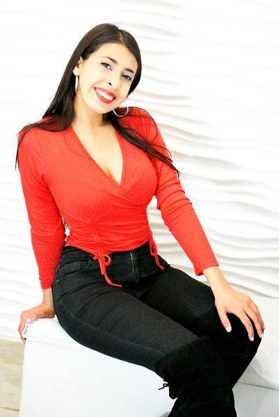 Soy una masajista joven con mucha onda, en mi lugar vas a encontrar comodidad y un lindo momento no dudes en consultarme !